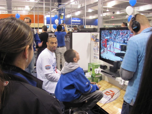 feb 2010 Matt Kemp at Best Buys .jpg
