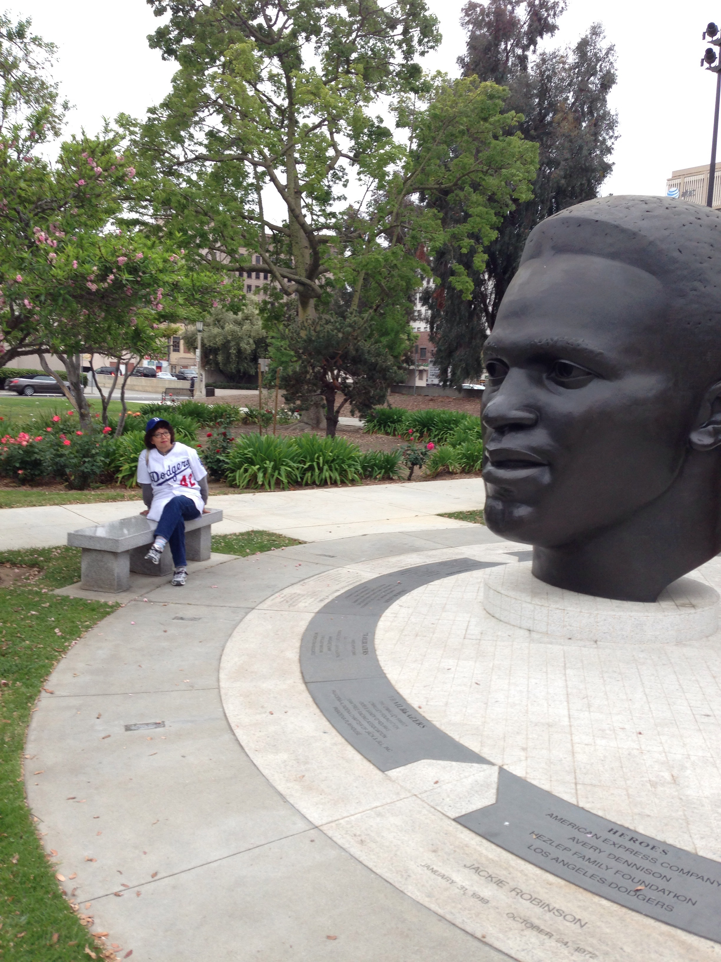 Jackie Robinson statue coming to Dodger Stadium in 2016 ...