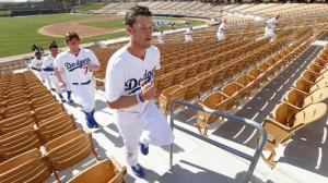 lat-sp-dodgers-clayton-kershaw-20141111